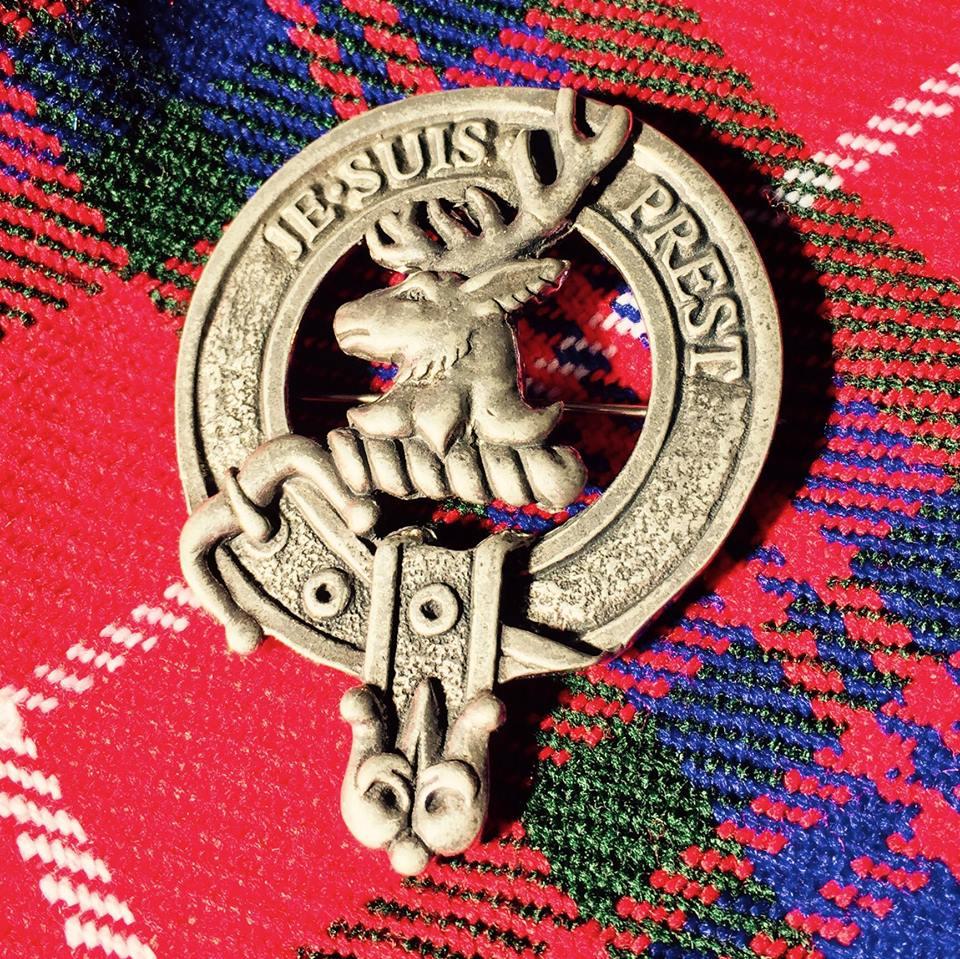 Clan Fraser of Lovat Tartan mit Crest Pin
